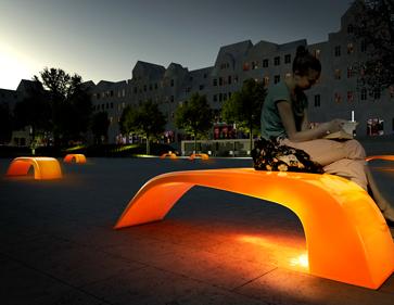 Produktvisualisierung Möbeldesign, leuchtende Bank bei Nacht